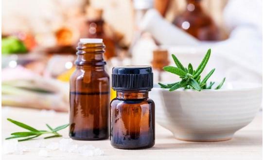茶树精油如何使用_怎么使用精油去痘痘,效果怎样?